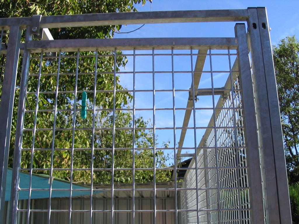 nous avons equiper nos parc de barres anti fuite (Copier)